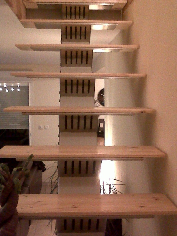 Escalier limon central support de marche en inox marche en bois metalform - Limon 7 marches en bois ...